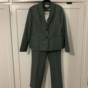 LeSuit 2 piece pant suit